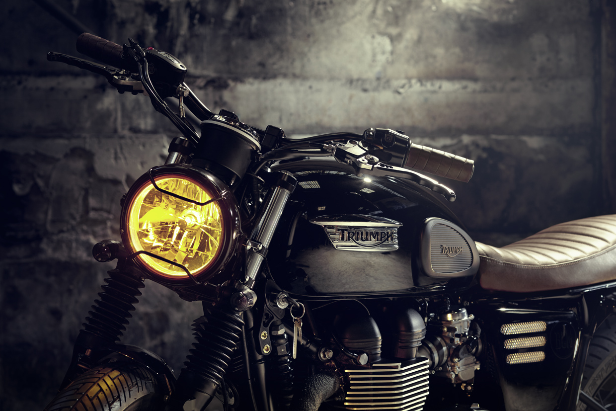 Triumph T100 jet black Custom by Bunker